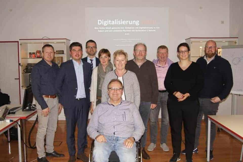 Digitalisierung verändert Märkte und Verhalten Das war die Kernbotschaft eines Vortrages von Sebastian Drees (2. v.l.) vor dem Arbeitskreis Bildung des Wirtschaftsverbandes Emsland.