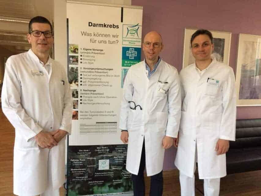 Zum Darmkrebs-Tag laden herzlich ein (v. l.): der Koordinator des Darmkrebszentrums Rheine, Chirurg Frank-Michael Lietz, sowie die Leiter des Darmkrebszentrums, Prof. Dr. Ralf Keller und Prof. Dr. Ulrich Steger.