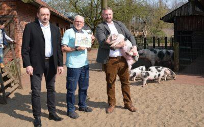 Schweinchen Gerrits: up´n Wegg … nao´n Dierpark Notthoarn