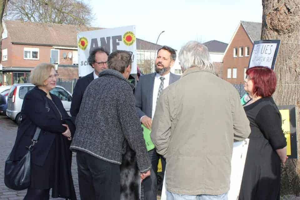 Bildergebnis für fotos von Olaf Lies in Schüttorf am 17.02.2019 vor einer SPD Veranstaltung mit einer Mahnwache