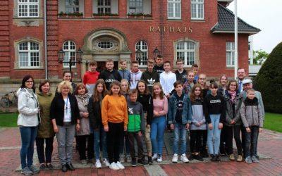 Sportler und Schüler aus Strzelin zu Gast im Rathaus